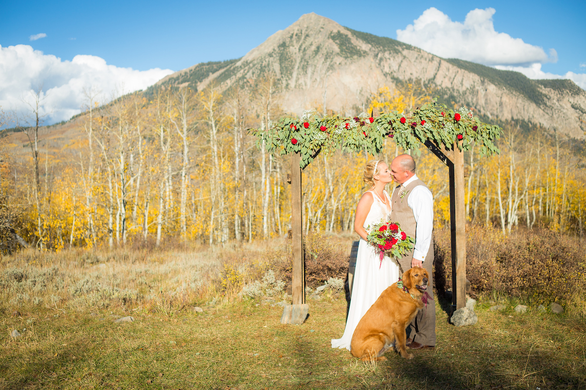 Danielle And Jason S Outdoor Fall Wedding In Crested Butte